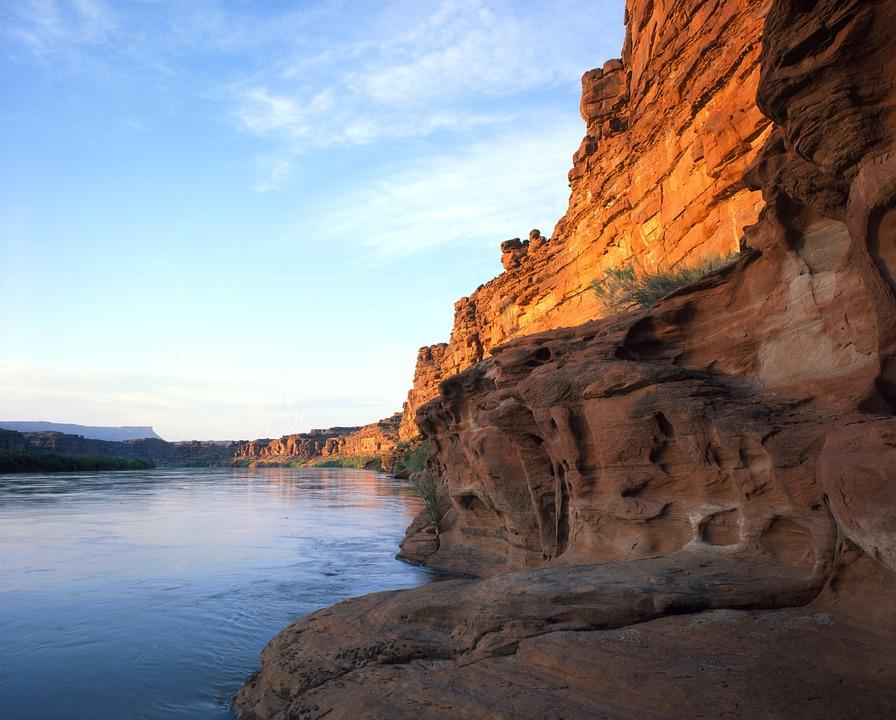 Nature invites you to buy a real estate near Colorado river