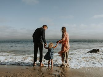 How to move with children stress-free