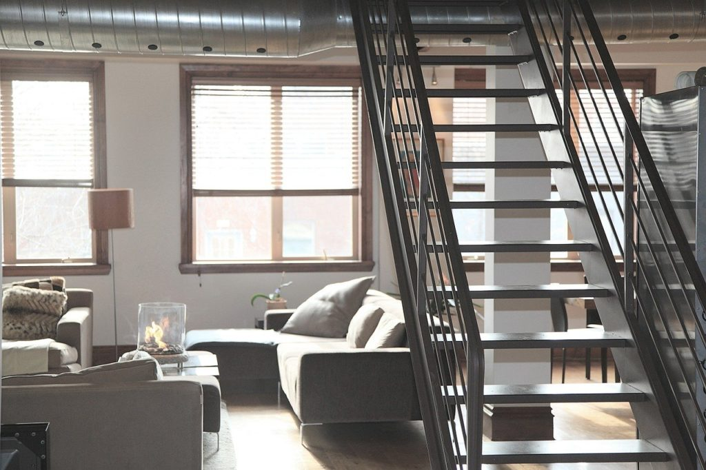 The interior of a loft apartment which makes it attractive to start thinking about the pros and cons of loft apartments and possibly move nto one.