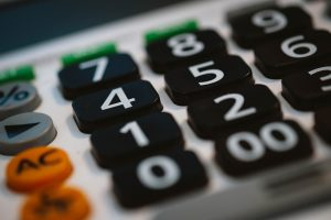 A calculator to set the costs which is one of the relocation tips for single parents.